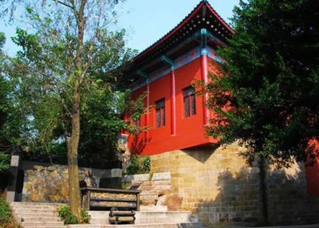 一小孩捡到一龙袍,竟引出一个皇帝墓,引来4万韩国后裔的祭拜